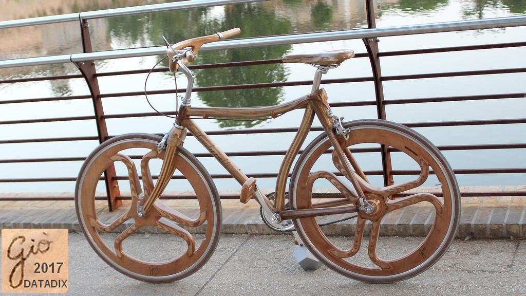 Dino Giulianelli Bicicletta In Legno Versione Mobile