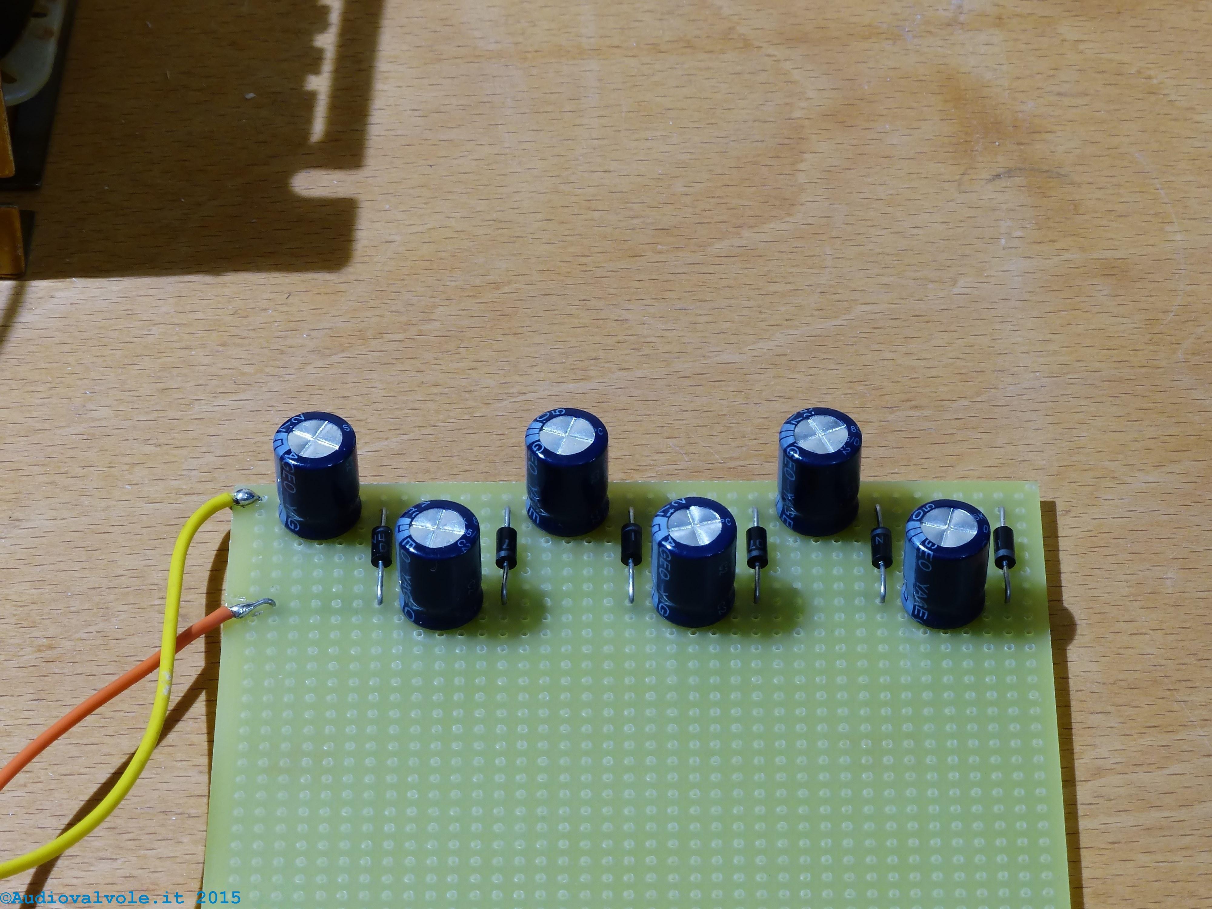 Schema Elettrico Elevatore Di Tensione : Duplicatore e moltiplicatore di tensione a diodi e condensatori
