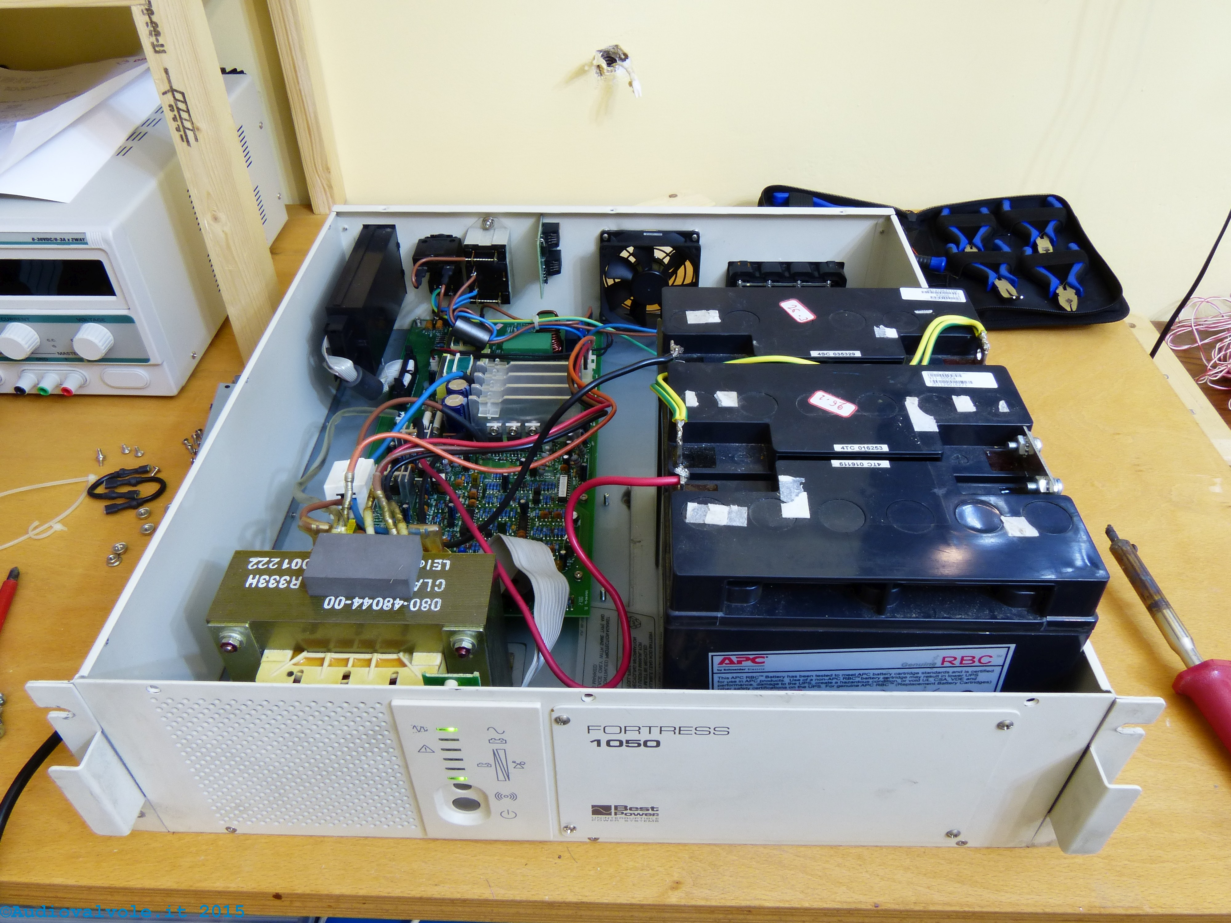 Schema Collegamento Gruppo Di Continuità : Gruppo di continuità per laboratorio elettronico